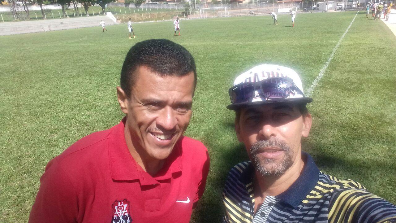 (Jarrão na foto abaixo camisa vermelha ao lado do presidente Tista Guedes) 6e72990e1bf72