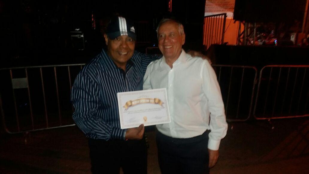 Repórter Kiko Inostroza da Rádio Esmeraldas e da Rádio Imperatriz recebeu  em Setembro de 2017 o MÉRITO ESPORTIVO DE ESMERALDAS 2017! d2f716c8c4495
