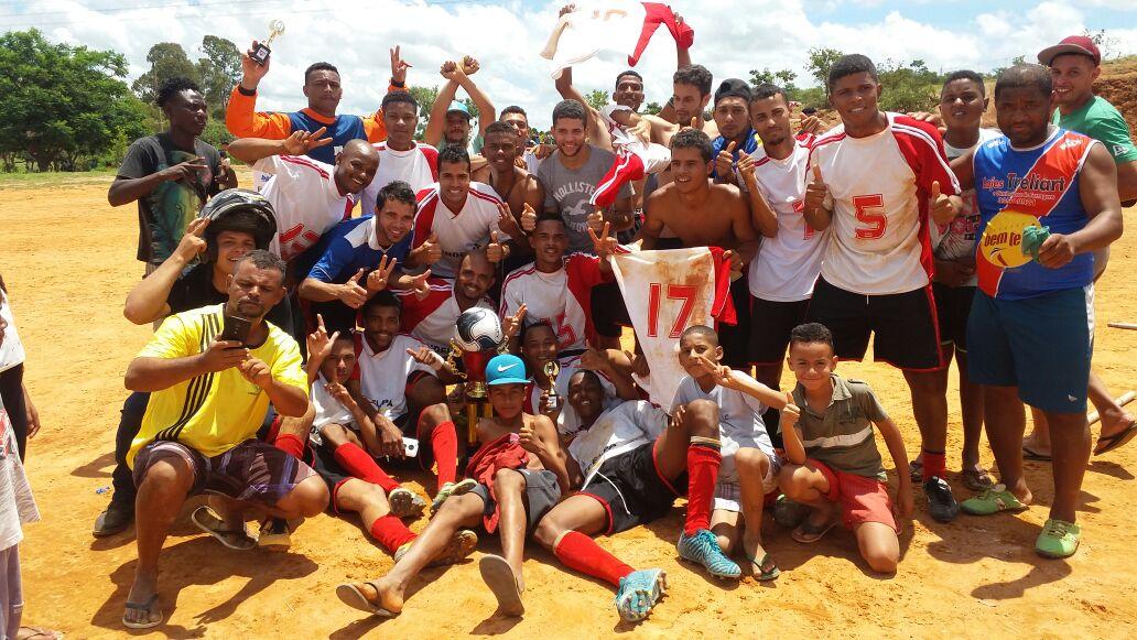 O São Pedro foi o campeão da SERIE B de Esmeraldas 2017 - São Pedro 2 x 1  no Esmeraldas – matéria de Kiko Inostroza Rádio Esmeraldas FMF. 2115353be4427